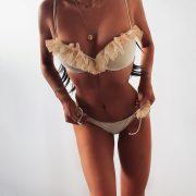 Fodros bikini bézs színben
