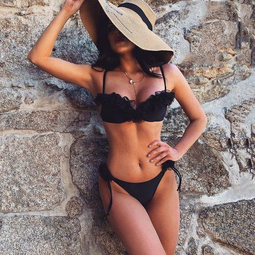 Fodros bikini fekete színben